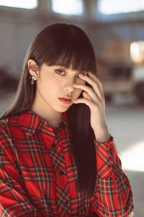 台湾美女图片 酷girl欧阳娜娜红色格子衬衫连衣裙