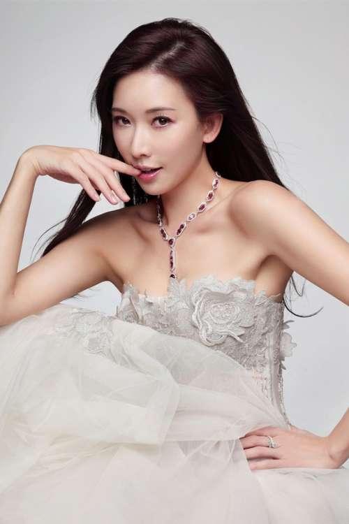 林志玲蕾丝抹胸裙写真手机壁纸下载