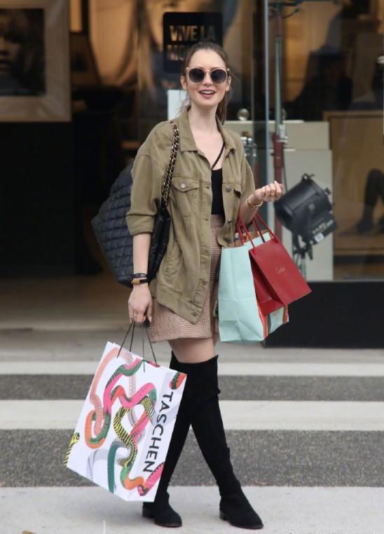 欧美美女明星Lily Collins莉莉小仙女图片
