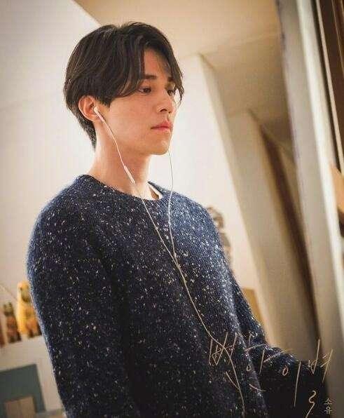 韩国男神李东旭为歌曲《明显的离别》拍摄的M