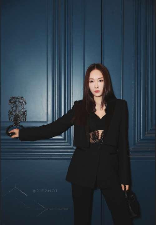 韩国美女明星Jessica郑秀妍巴黎时装周酷帅图片