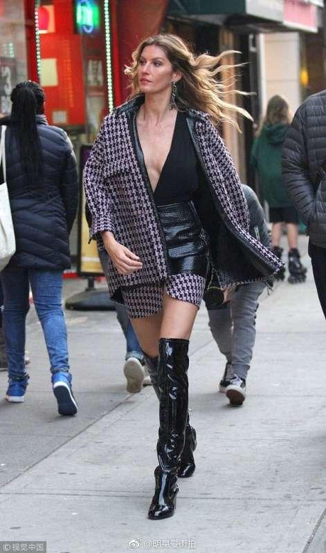 欧美传奇超模吉赛尔·邦辰Gisele Bundchen深v纽约街