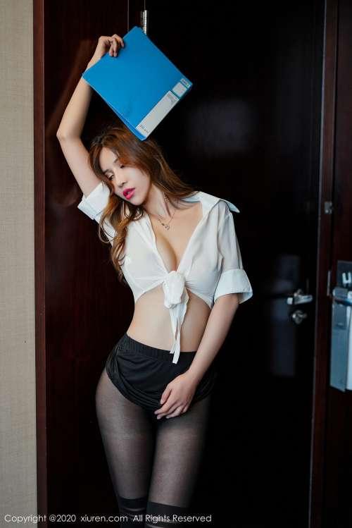 顶级少妇高潮了的销魂,办公司制服OL丝袜诱惑勾人自慰写真