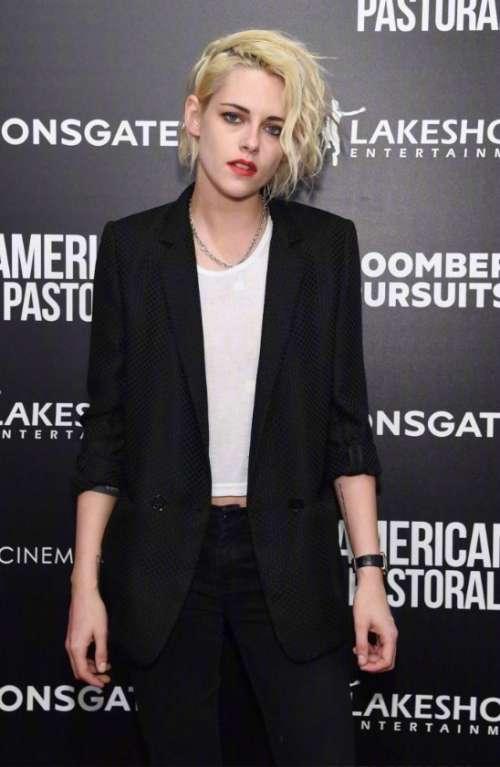 欧美美女明星Kristen Stewart黑色西服出席活动图片