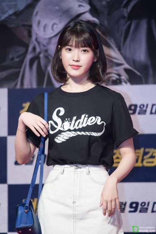 韩国美女明星李知恩IU齐肩短发活动照