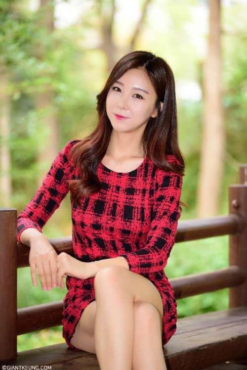气质美女红格子连衣裙优雅写真