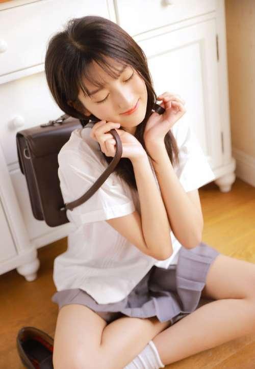 制服美女学生妹超短裙美腿写真