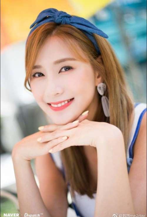 韩国女歌手吴夏荣高清照片