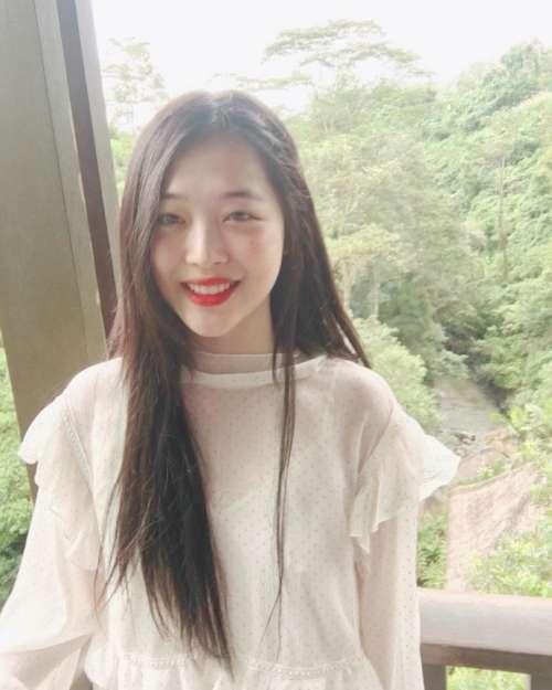 韩国美女明星崔雪莉最新美照