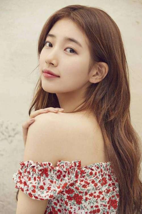 韩国美女明星裴秀智GUESS代言画报充满春天气息的