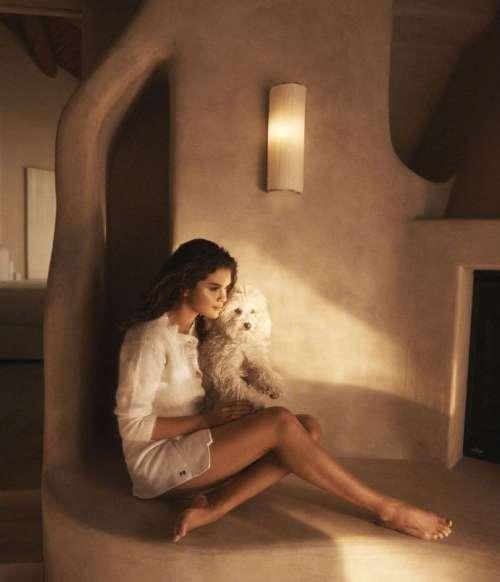 美国美女歌手Selena Gomez X《WSJ》家居照封面图片