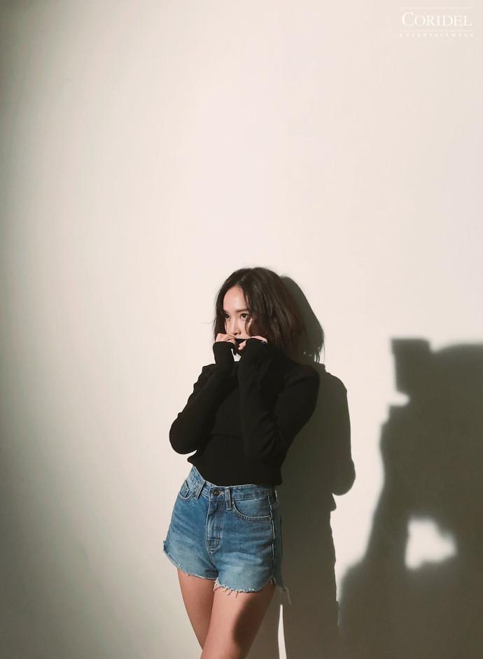 韩国美女明星郑秀妍2018新年台历美图