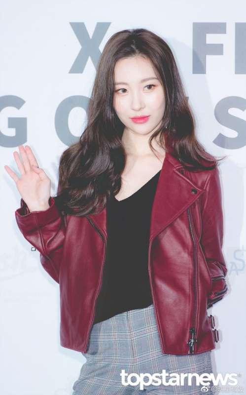 韩国第一美腿美女李宣美红色皮衣出席活动图片
