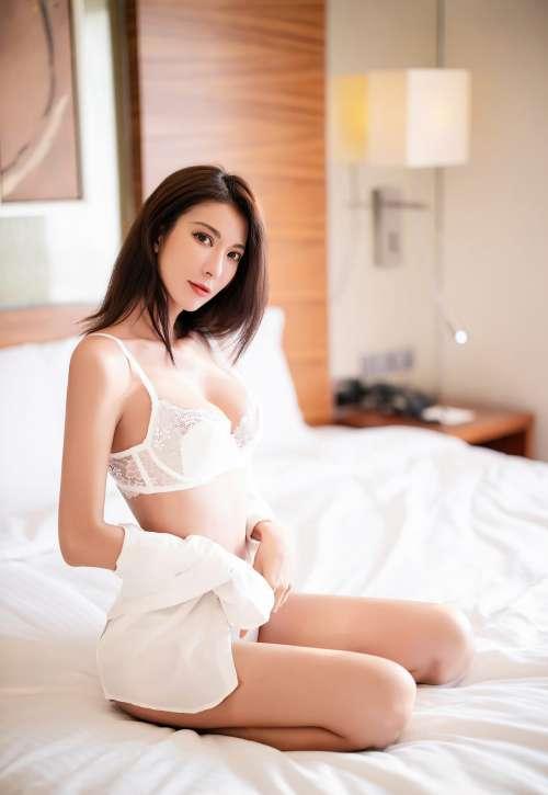 性感美少妇极品长腿蕾丝内内诱惑完美大翘臀