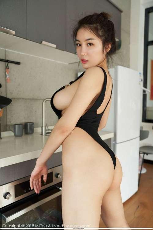 蜜桃社珊淇在线瑜伽动作,厨房挺岳双腿之间腿软图集