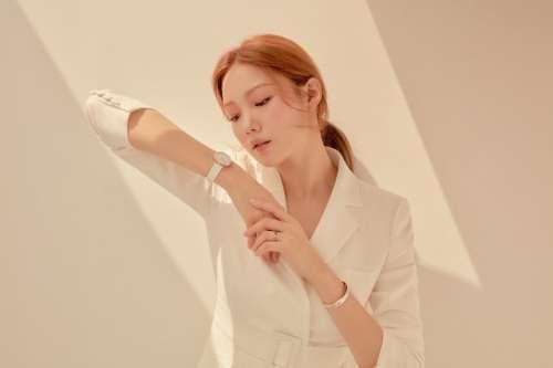 韩国美女李圣经《VOGUE》KOREA7月刊大片图片