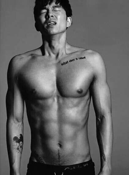 韩国男演员明星帅哥孔刘穿衣显瘦脱衣有肉图片