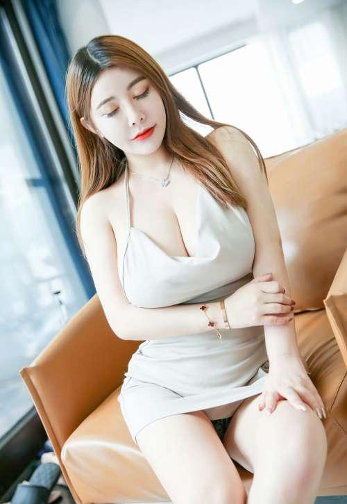 不戴乳罩露全乳的熟妇,软软Roro超嫩白美少妇风骚裸胸性感超大美臀