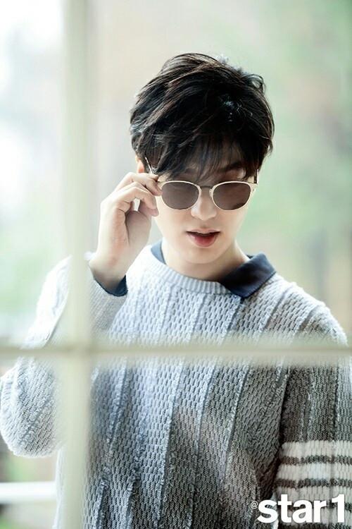 韩国男明星李敏镐月刊图片