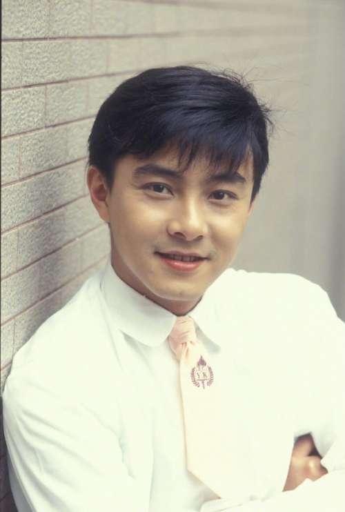 香港男演员张卫健早年写真
