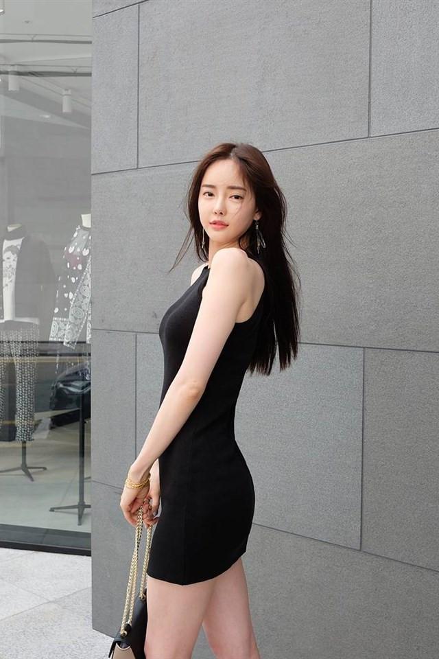 韩国超正长腿美女日常照片手机壁纸