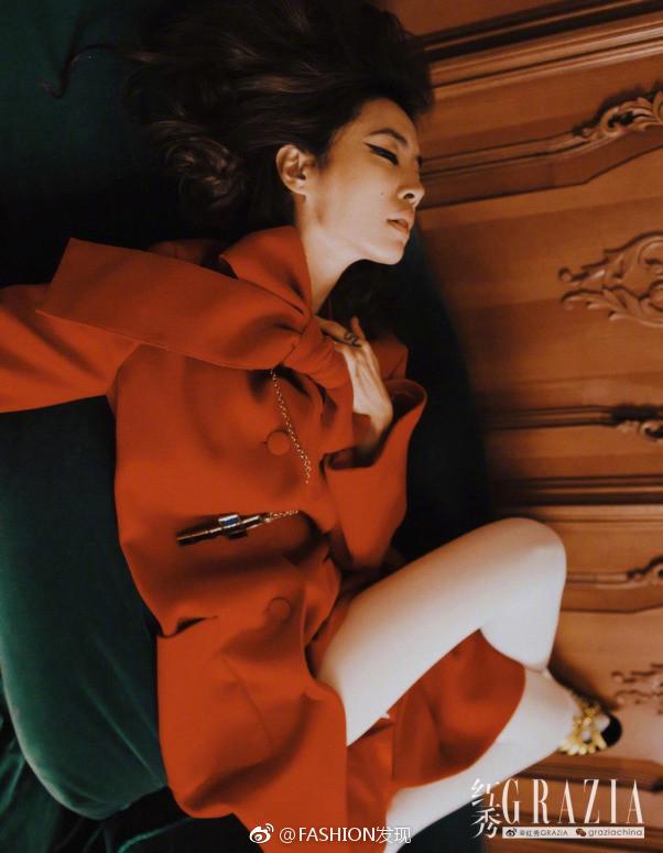 台湾美女歌手蔡依林《红秀Grazia》十月刊封面图