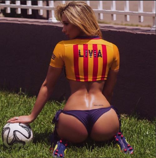 巴萨女球迷巴西超模LiviaGullo蜜桃臀性感图片