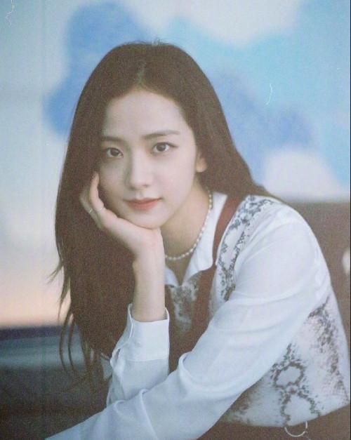 95后韩国美女图片 女歌手金智秀图片