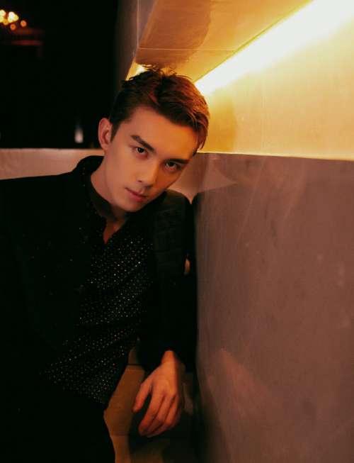 小奶狗男明星三石弟弟吴磊时尚先生盛典帅气图片