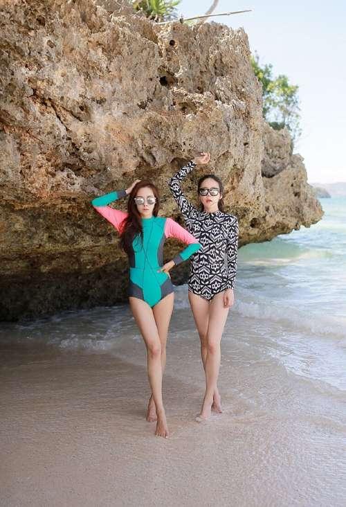 美女模特姐妹花穿韩版时尚沙滩裝闺蜜装