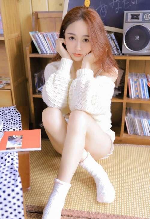 青春白嫩邻家妹,嫩白美女白皙美腿高清写真