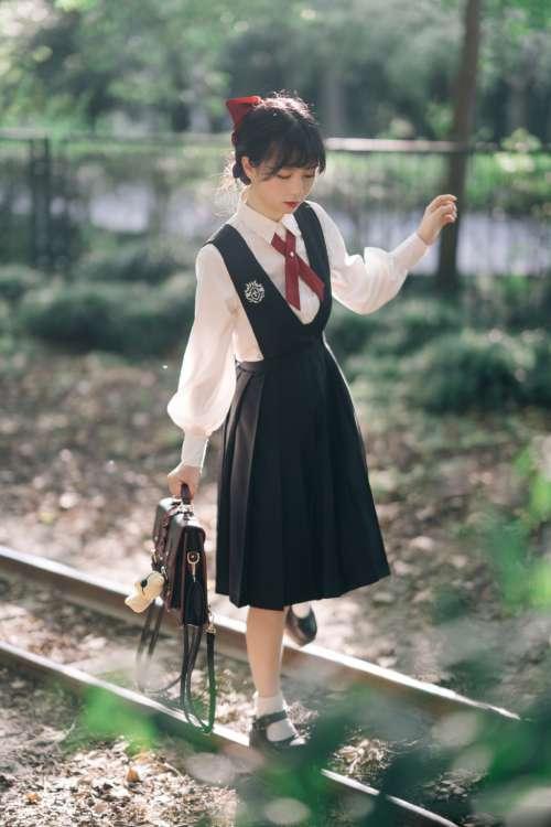 日系制服美女学生装阳光俏皮户外小清新写真