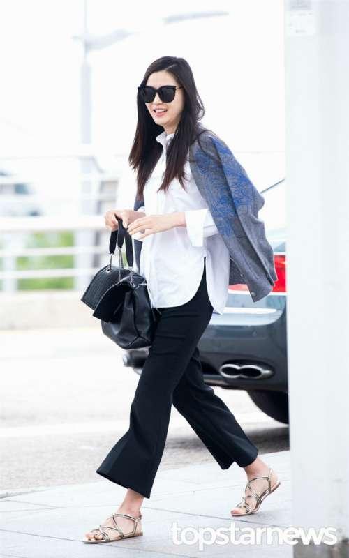 韩国美女明星全智贤时尚搭配变身潮流女王