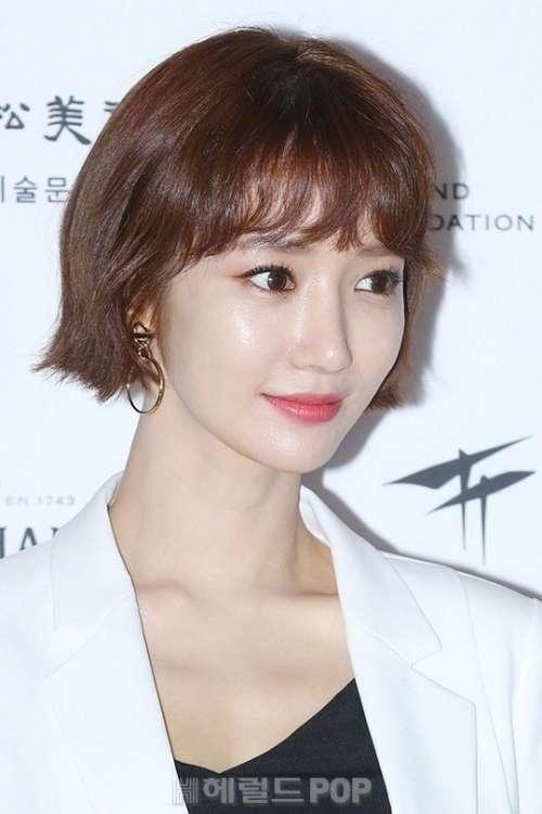韩国美女明星短发女神高俊熙参加照片展