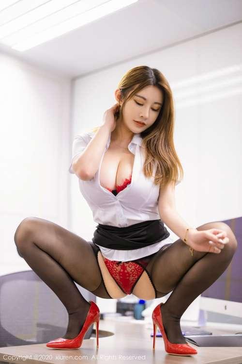 大胸翘臀美女软软Roro秘书装.www红色一片勾魂姿势大张开腿