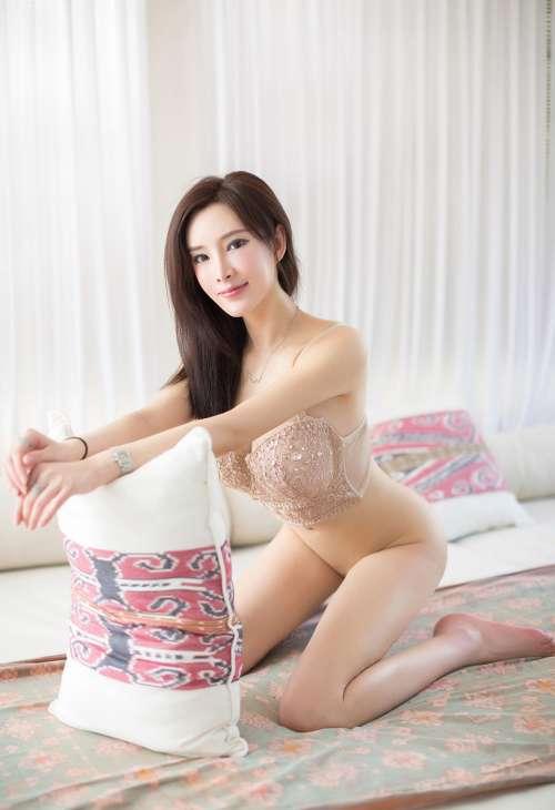性感美女周妍希丰乳肥臀无内无码,诱人的高翘臀姿势进入