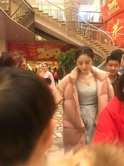 新疆美女明星古力娜扎元宵晚会彩排路透照