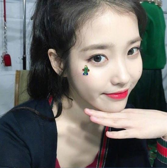 韩国女歌手李知恩IU完美侧颜美图