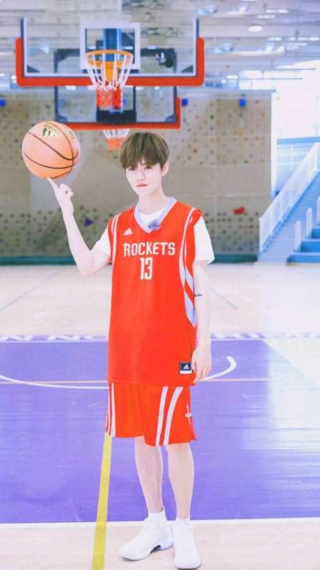 篮球少年鹿晗帅气图片手机壁纸