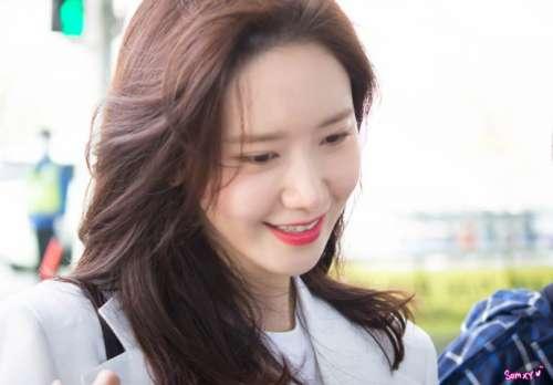 韩国美女歌手林允儿机场图片