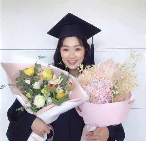 韩国美女演员金惠允大学毕业照图片