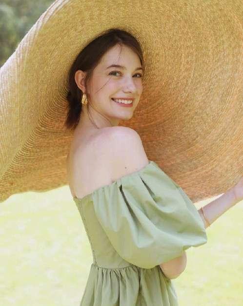 俄罗斯美女模特Anastasia Cebulska午后清纯写真图片