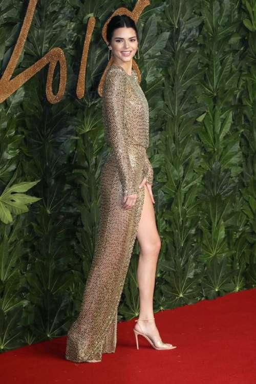 欧美美女明星Kendall Jenne透视装诱人曲线图片