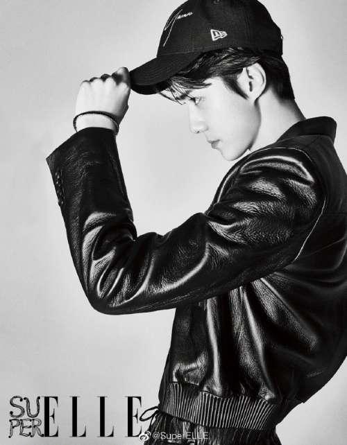 韩国男明星吴世勋朴灿烈《SuperELLE》黑白封面图