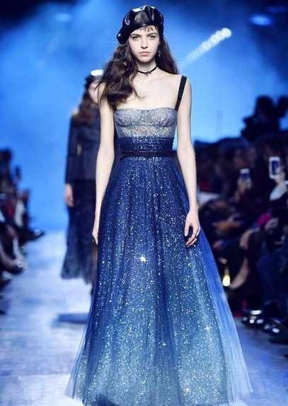 欧美超模:DiorFW2017大秀上最美的一条裙子