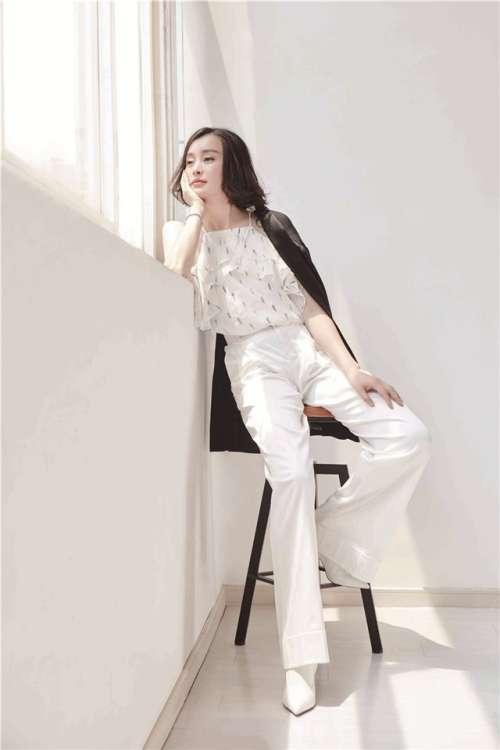 美女明星吴越写真高清手机壁纸