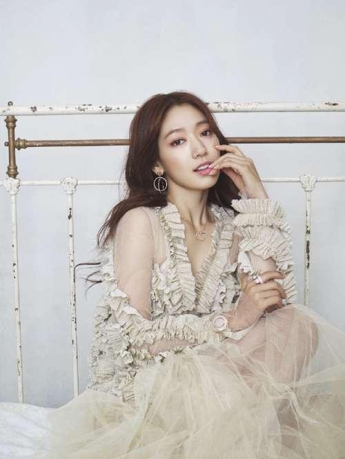 韩国美女明星朴信惠成为施华洛世奇新代言人美