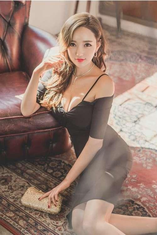 巨乳美女低胸装性感写真安卓高清壁纸