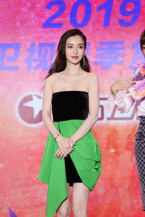 香港美女图片 大眼美女angelababy绿色抹胸短裙图片