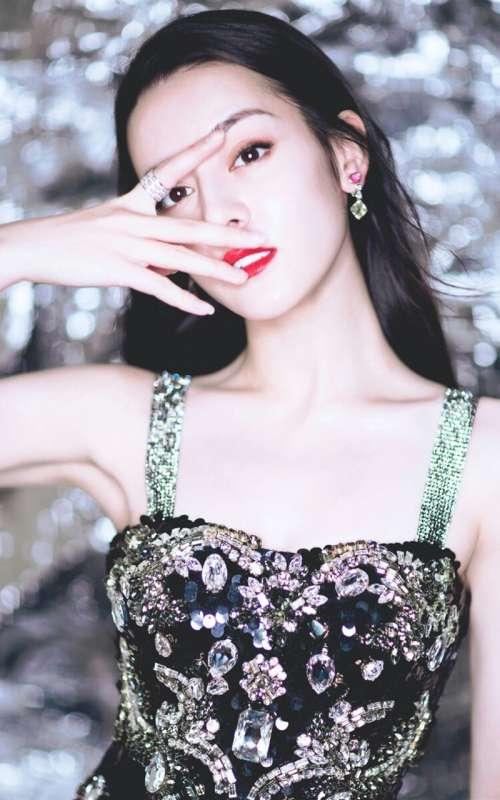 美女明星迪丽热巴吊带裙手机壁纸